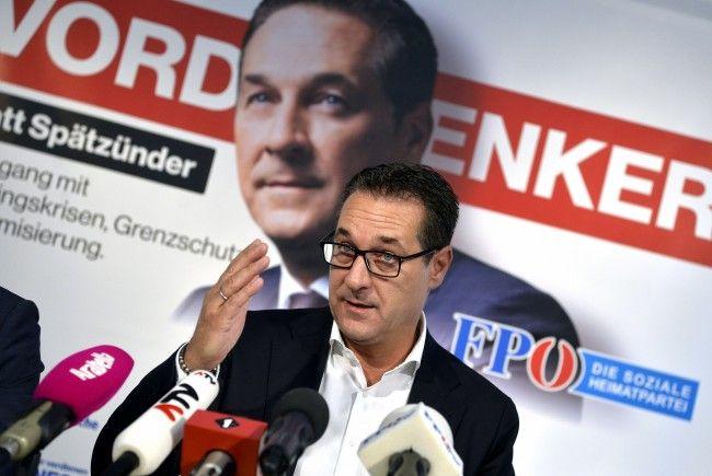 FPÖ-Obmann Heinz Christian Strache bei der Präsentation der dritten Plakatwelle