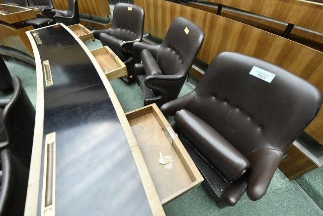 Verschiedene Möbel des alten Parlaments wurden versteigert.