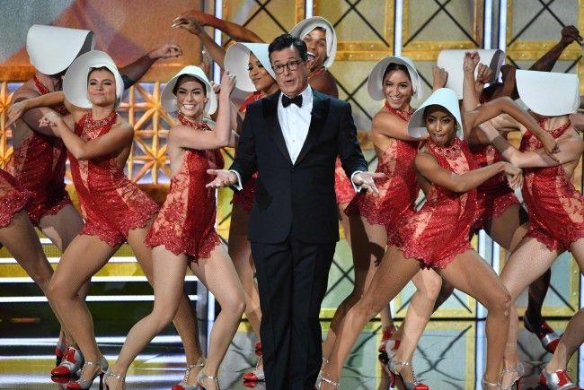 Moderator Colbert tanzte sich durch die Show.