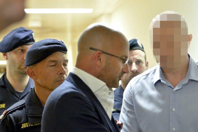 Aslan G. zu Beginn der Verhandlung über Auslieferung 2015.