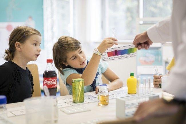 Beim Forschungsfest on Tour können Kinder und Jugendliche in die Welt der Forschung eintauchen.
