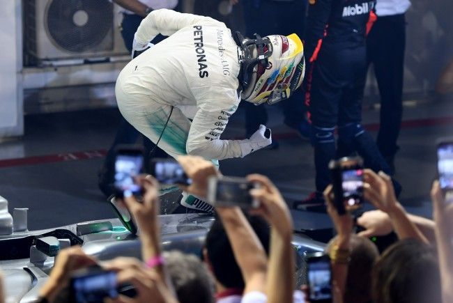 Lewis Hamilton konnte vom Ferrari-Doppel-Ausfall am Start maximal profitieren.