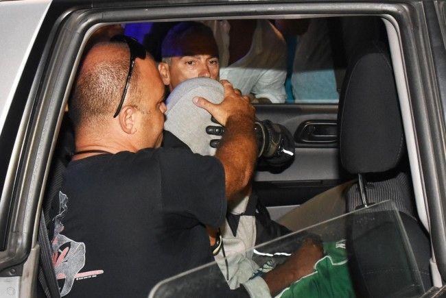 Zwei minderjährige marokkanische Brüder hatten sich zuvor der Polizei gestellt und ihre Beteiligung an der Vergewaltigung einer polnischen Touristin und eines peruanischen Transsexuellen vor einer Woche gestanden.