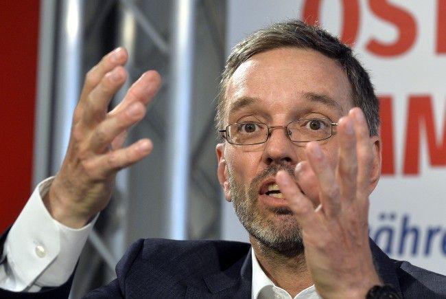 Herbert Kickl zeigt sich angesichts der von SPÖ-Chef Kern geplanten Mietsenkung angriffig