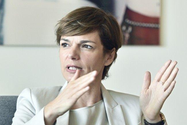 Laut Gesundheitsministerin Rendi-Wagner sind die Wartezeiten auf CT- und MRT-Untersuchungen gesunken.