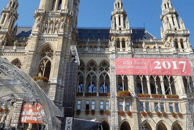 Das Jubiläum 500 Jahre Reformation wird am Wiener Rathausplatz gefeiert.