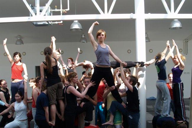Tanzperformances finden regelmäßig in der Brunnenpassage statt