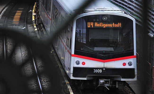 Wegen eines Rettungseinsatzes fährt die Linie U4 derzeit unregelmäßig.