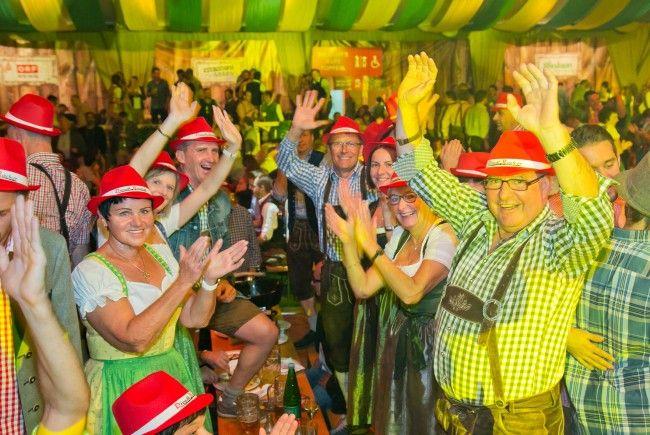 Es gibt eine ausgelassene Party-Nacht im Wiesbauerzelt zu gewinnen