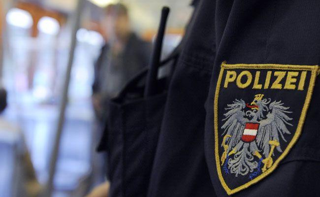 Die Einbrecher wurden von den Polizisten auf frischer Tat ertappt.