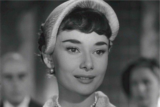 Teile aus der Privatsammlung der Filmikone Audrey Hepburn wurden in London versteigert.