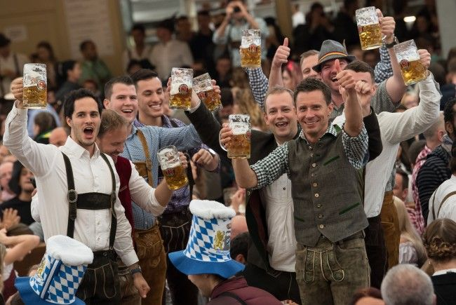 Deutsche Forscher haben herausgefunden, dass Bier glücklich macht.