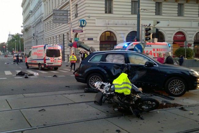An der Unfallstelle an der Kreuzung Josefstädter Straße/Landesgerichtsstraße