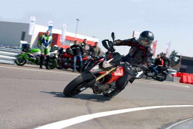 Biker brauchen sich nicht zu sorgen: Das Verhüllungsverbot gilt nicht beim Motorradfahren