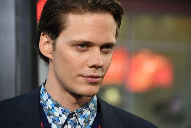 Der Schauspieler ist zur Zeit, vor allem durch seine Rolle als Pennywise, in aller Munde.