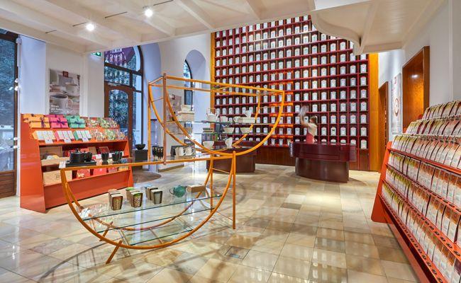 Im neu gestalteten Verkaufsraum werden die Teesorten speziell in Szene gesetzt.