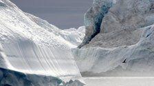 Gigantischer Eisberg treibt aufs Meer hinaus