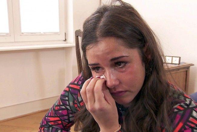 Sarah Lombardi weint bittere Tränen.