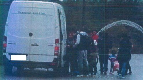 Zeugin beobachtete Schlepper an Landesgrenze von Wien und NÖ
