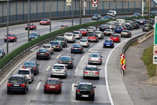 Auf der A22 kommt es aufgrund eines Unfalls zu Staus und Verzögerungen.