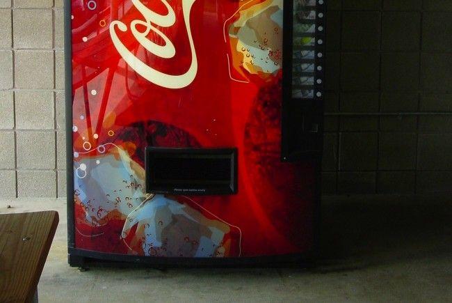 Drei Festnahmen nach versuchtem Einbruch in einen Getränkeautomaten