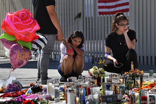 Menschen trauern um die Opfer