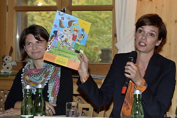 """Rendi-Wagner bei der Präsentation des Vereins """"Tierschutz macht Schule""""'"""