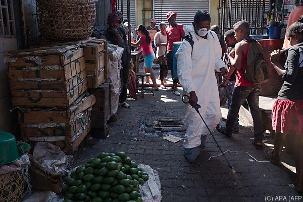 Gesundheitsbehörden im Kampf gegen die Pest