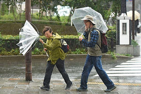 Im Taifun zum Wahllokal