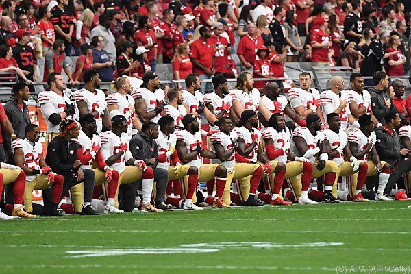 49ers-Spieler knieten auch an diesem Sonntag