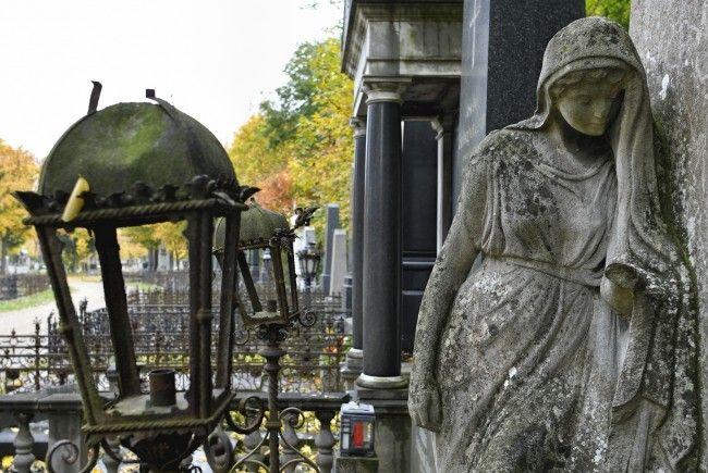 Am Zentralfriedhof laden das Krematorium sowie die Bestattung Wien zum Tag der offenen Tür.