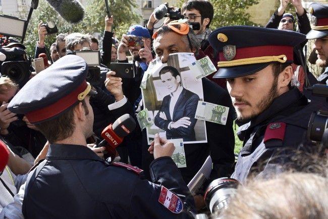 Bei der Anti-Verhüllungsverbot-Aktion des algerisch-französischen Geschäftsmanns Rachid Nekkaz