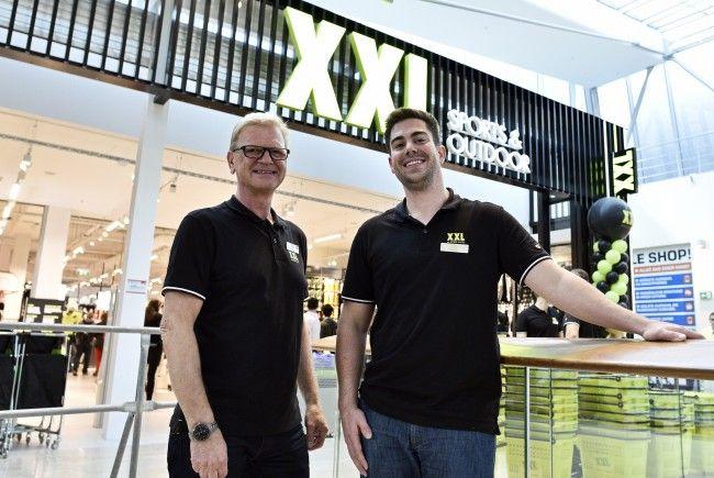 (v.l.), XXL Sports & Outdoor-CEO Fredrik Steenbuch und Managing Dir. Patrick Verwilligen bei der Eröffnung