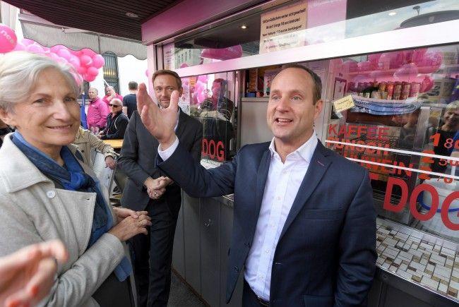 Irmard Griss und Matthias Strolz von den NEOS mit dem deutschen FDP-Chef Christian Lindner.