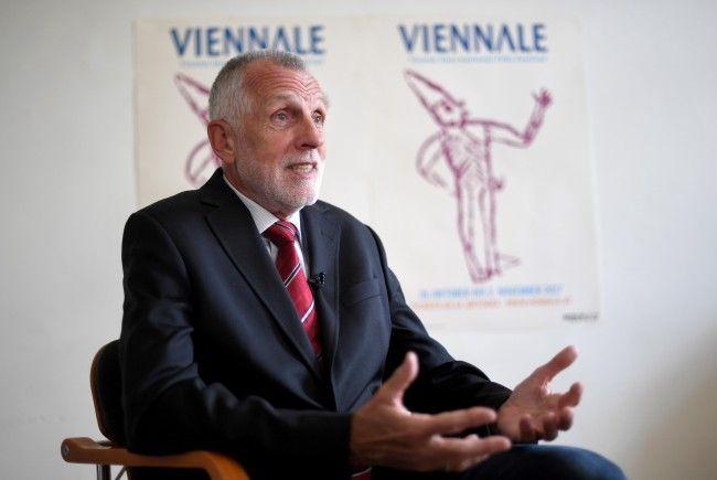 Der Interims-Viennale-Direktor Franz Schwartz beim Interview