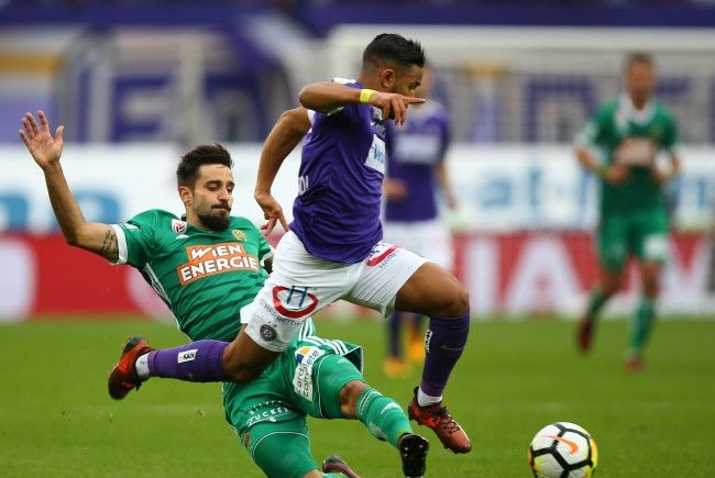 v.l. Lucas Galvao Da Costa Souza (SK Rapid Wien) und Ismael Tajouri Shradi (FK Austria Wien) am Sonntag bei Wiener Derby