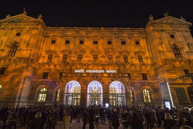 7.500 Menschen verfolgten die Eröffnungsshow des Weltmuseum Wien am Heldenplatz.