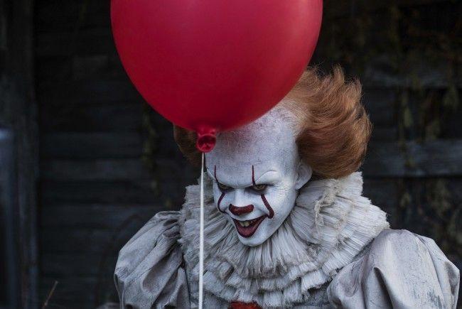 """Der Clown """"Pennywise"""" versetzt Kinder in Angst und Schrecken."""
