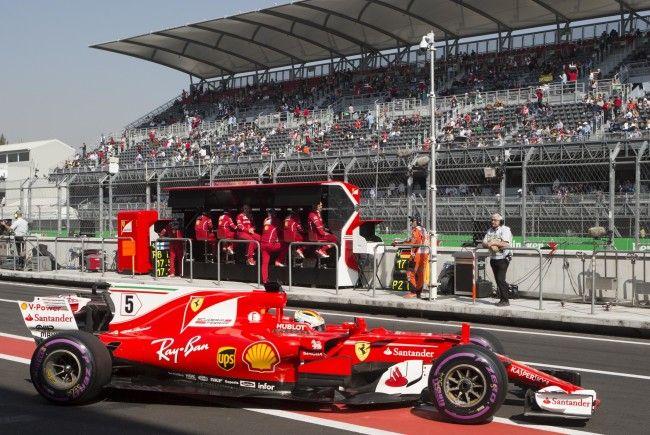 Sebastian Vettel schnappte Max Verstappen in letzter Sekunde die Pole Position weg.