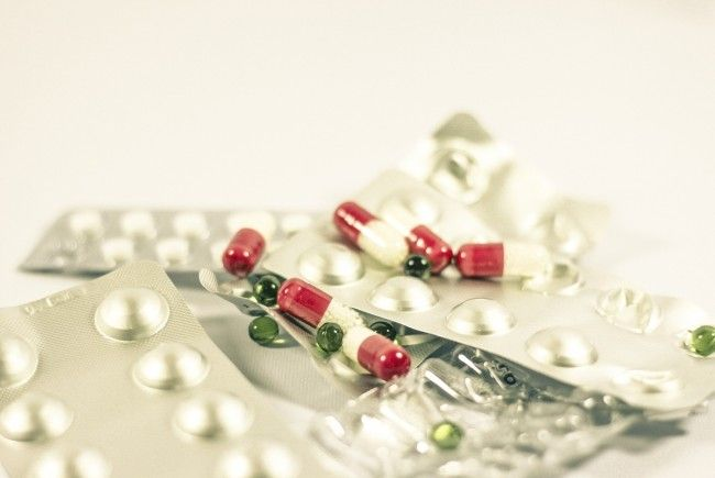 Auch offen verabreichte Placebos können bei Schmerzen und Krankheiten helfen.
