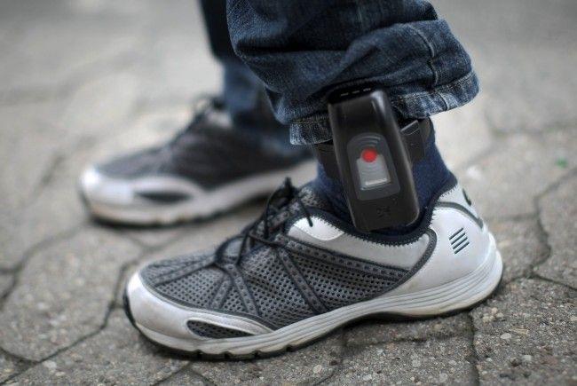 Laut dem Gericht wären Handyortung oder Fußfessel als persönlicher Eingriff unverhältnismäßig gewesen.