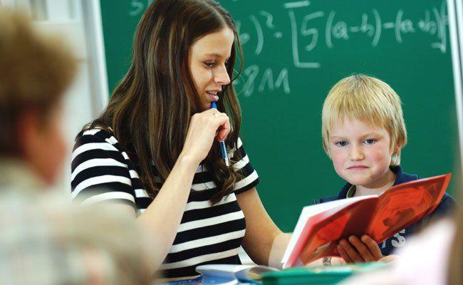 Die VHS Wien bietet mehr als 1.000 Lernhilfekurse direkt an den Schulen an.