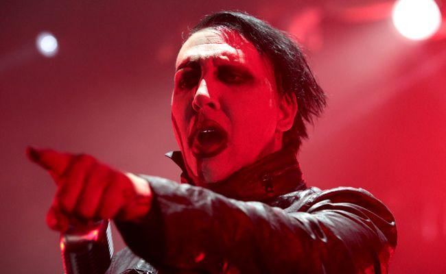 Sänger Marilyn Manson sagt nach seinem Bühnenunfall mehrere Konzerte ab.