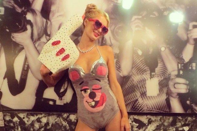 An Halloween verkleiden sich auch die Stars gerne: Paris Hilton als Miley Cyrus.