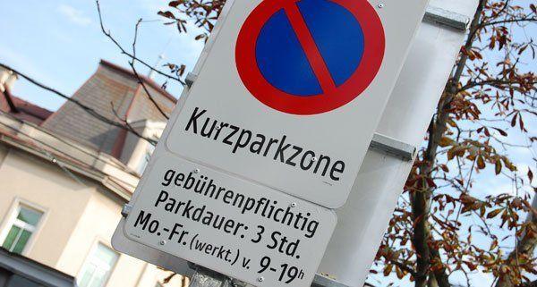 Um die Freidhöfe herum gelten teils Kurzparkzonen-Regelungen.