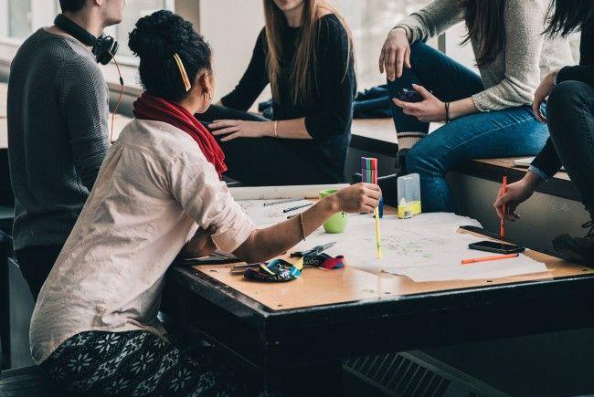 Laut einer Studie suchen sich Studenten ihre Freunde basierend auf deren Leistung aus.