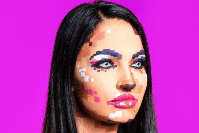 """Der neueste Halloween-Trend scheint das """"Pixel-Make-Up"""" zu sein."""