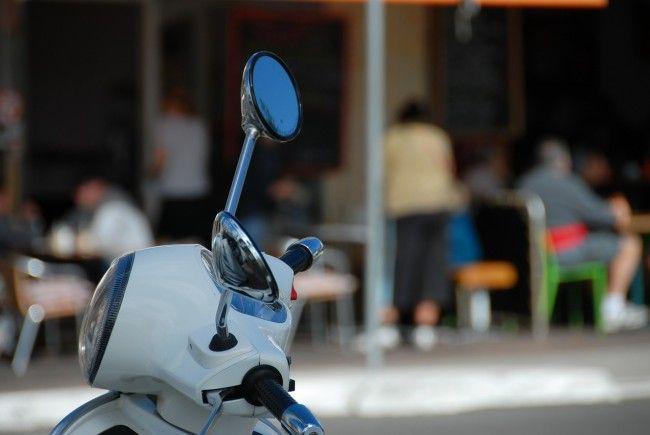 Der Mopedfahrer wurde in ein Spital gebracht.