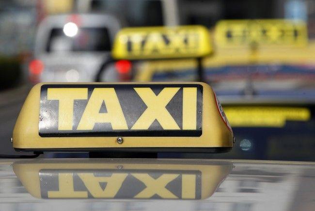 Ein Streit zwischen Taxilenkern eskalierte in Wien-Leopoldstadt.
