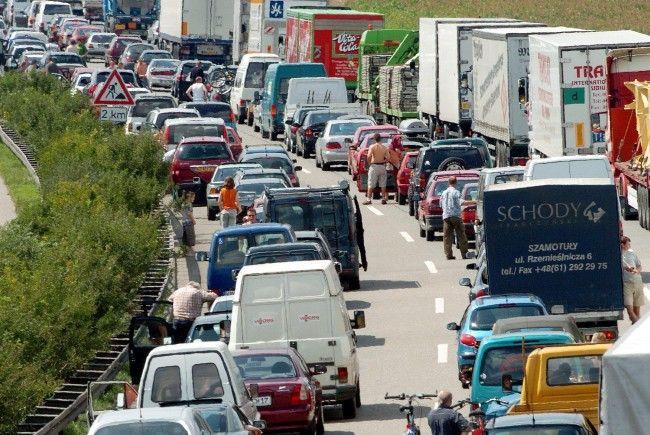 Auf der Ostautobahn (A4) in Richtung Wien kam es zu erheblichen Verzögerungen im Frühverkehr.